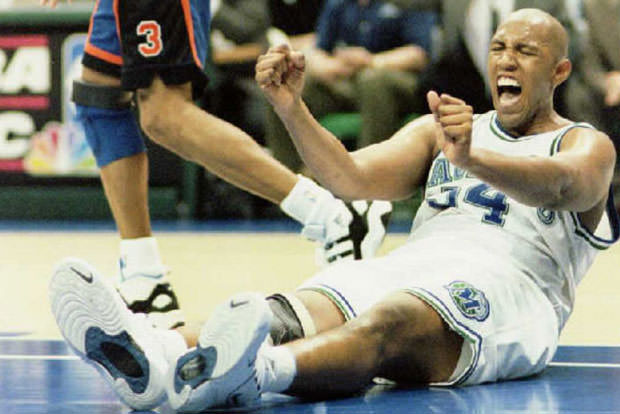 Popeye Jones of the Dallas Mavericks (R) reacts to